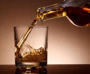 Malt Whiskey pouring