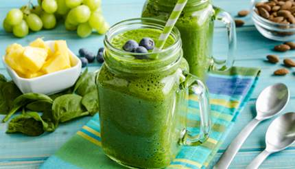 Spinach kale blueberry smoothie