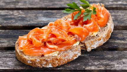 Smoked salmon on brown bread